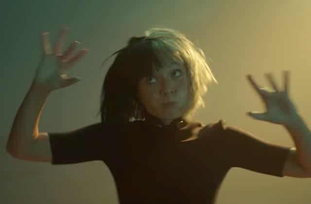 Maddie Ziegler & des petits poneys dans le dernier clip de Sia