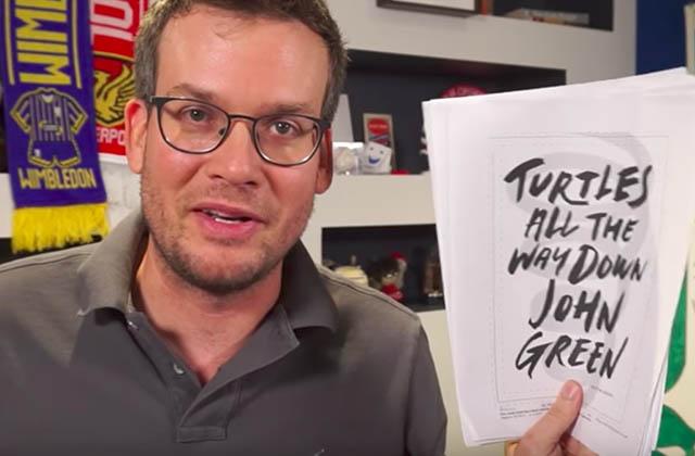 John Green lit de sa douce voix le premier chapitre de son roman «Tortues à l'infini»