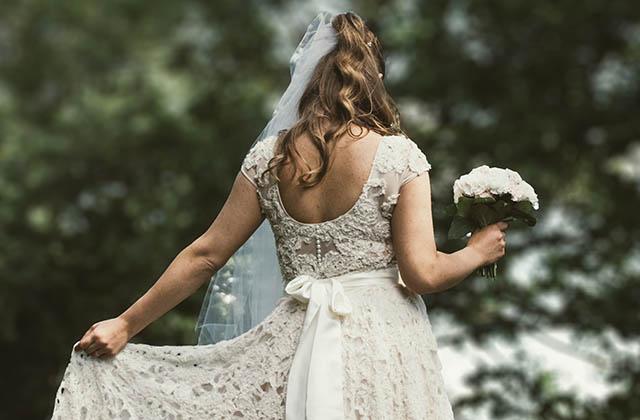 Une femme s'est mariée avec elle-même, car pourquoi attendre quelqu'un ?