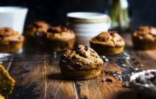 Recette de muffins véganes butternut, chocolat noir et épices pour l'automne