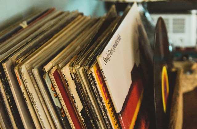 Sélections de vinyles pas chers pour étoffer ta discothèque!