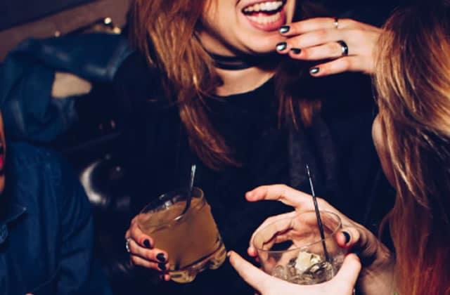 Ces rencontres de soirée qui se sont transformées en belles amitiés