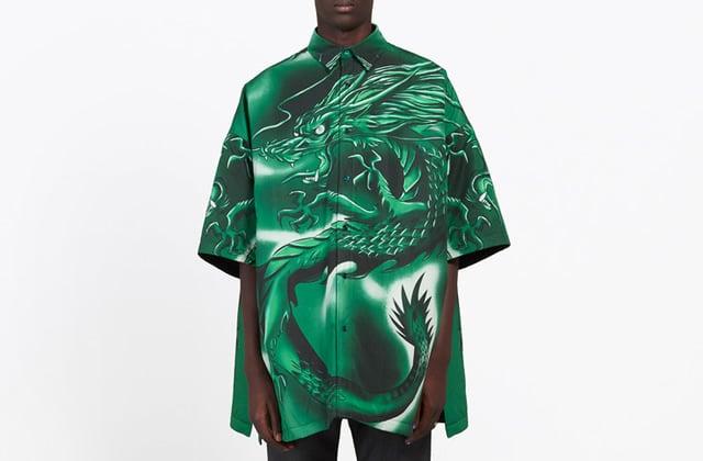 La chemise-dragon des années 2000 fait son come-back, et elle coûte SI CHER