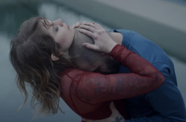 Prémonition, le nouveau single de Cœur de Pirate, dépeint les affres d'une relation toxique