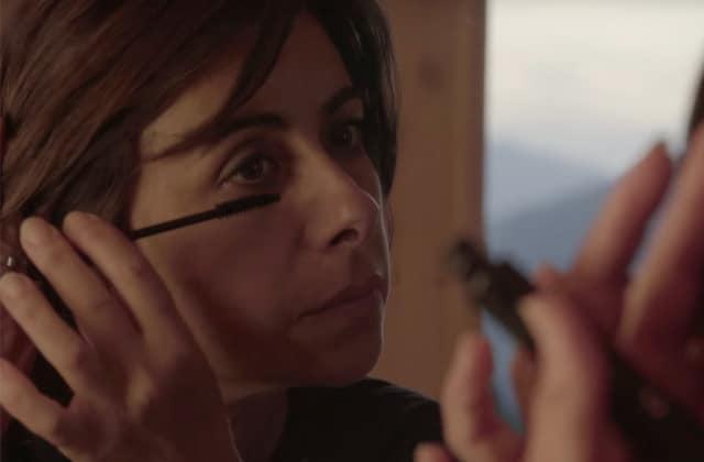 Ben Mazué fait le portrait touchant d'une femme, mère et pilote d'hélicoptère, dans le clip de La femme idéale