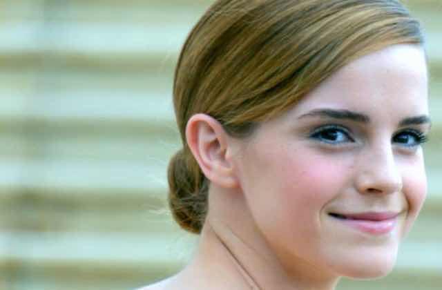 Emma Watson aide au lancement de Time's Up UK en faisant pleuvoir les billets