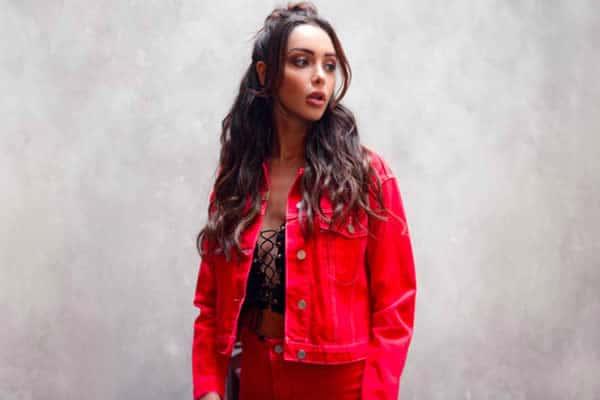 nabilla missguided veste en jean rouge