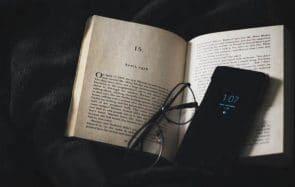Comment lire en paix sans être tentée de consulter ton smartphone?