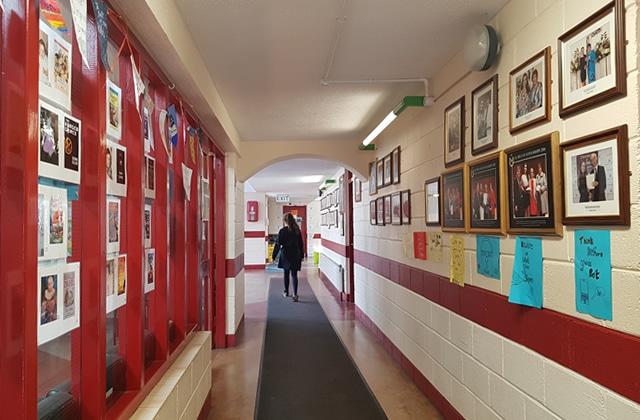 Religion, uniforme, et envies d'ailleurs: des lycéennes irlandaises racontent leur enfance à la campagne