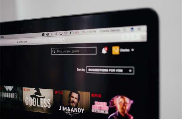 Le saviez-tu ? Tu peux demander à Netflix d'ajouter les films et les séries que tu veux