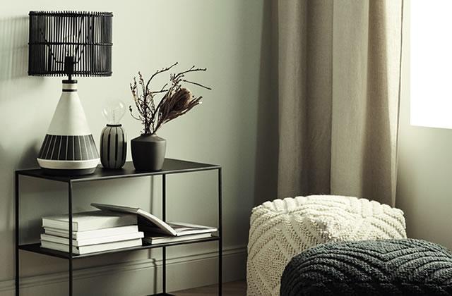 h m home tend sa gamme au petit mobilier et aux luminaires. Black Bedroom Furniture Sets. Home Design Ideas