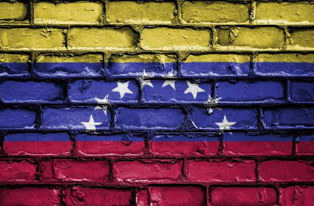 «J'ai fui mon pays»: des jeunes vénézuéliens immigrés en Argentine racontent leurs parcours