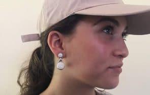 Des écouteurs qui font boucles d'oreilles (ou l'inverse), l'invention du jour