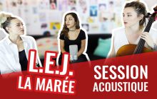 We have band chante « Modulate » en acoustique
