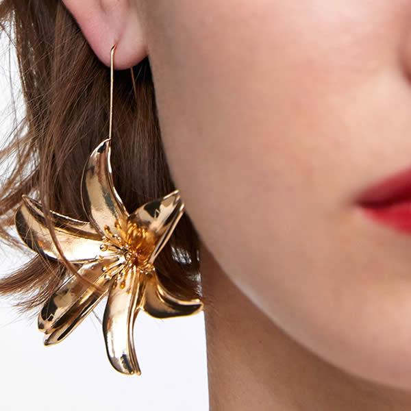 boucles d'oreilles fleurs Zara