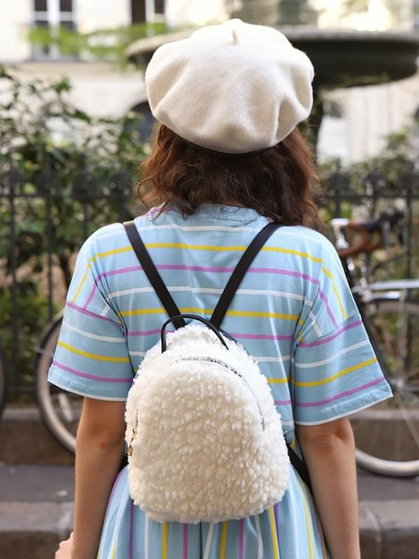sac à dos et béret blancs ASOS