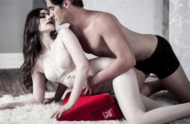 Cet oreiller «spécial sexe» permet-il vraiment de MIEUX se caler le boule?