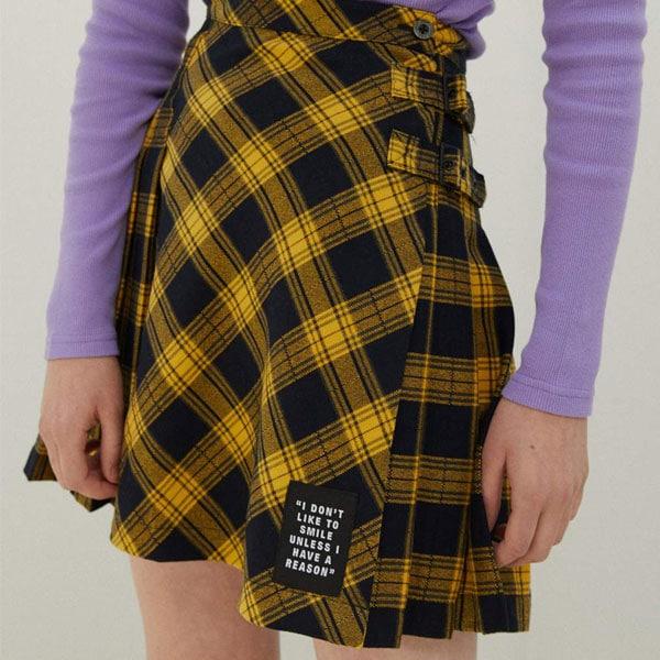 jupe plissée jaune daria série