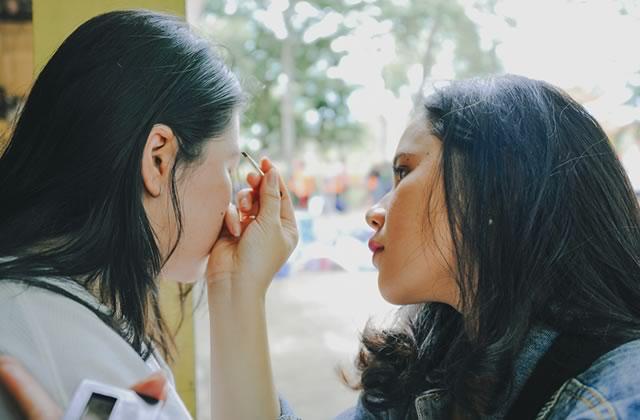 10 cadeaux pour aider ta pote qui adorerait porter du make-up