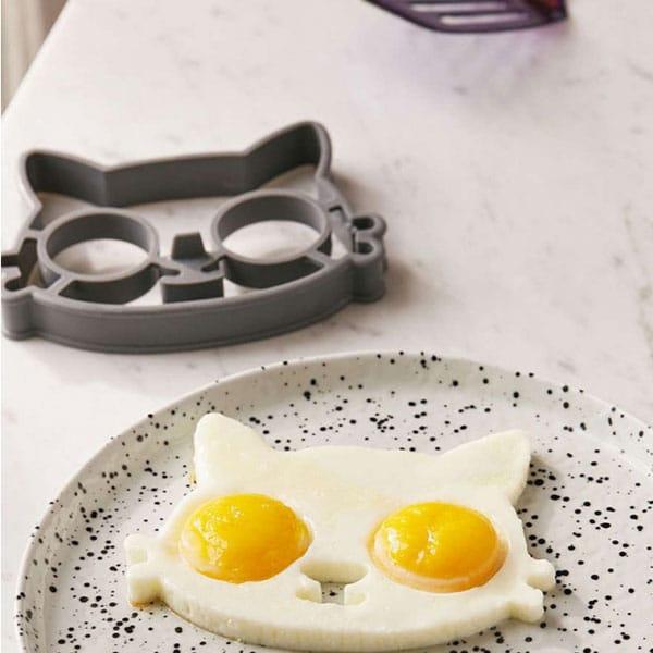 moule à œuf au plat chat