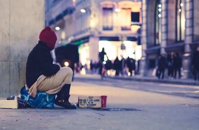 Offre un Noël à une femme sans-abri !