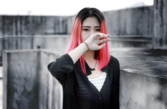 Pourquoi se teindre les cheveux en corail, la couleur Pantone de 2019?