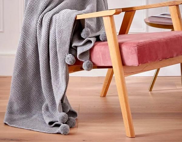 plaid-tricot-pompons