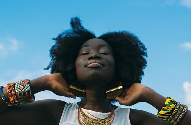Comment prendre soin de ses cheveux crépus naturels
