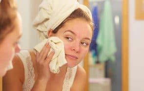 Pour ou contre se laver le visage avec un gant de toilette?