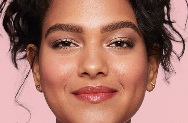Benefit va sortir du maquillage pour les yeux et du bon !