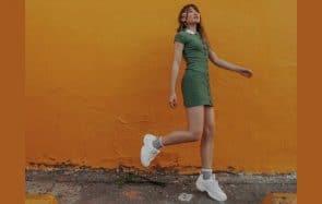 Comment porter des baskets avec une robe
