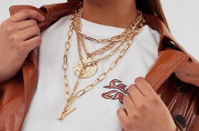 Le collier bling-bling bordélique est la tendance bijoux du moment