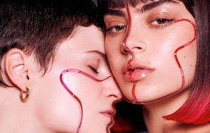 Charli XCX et CHRIS(tine and the Queens) ont sorti un tube