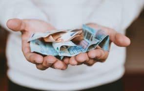 Comment arrêter de culpabiliser de dépenser l'argent de ses parents ?