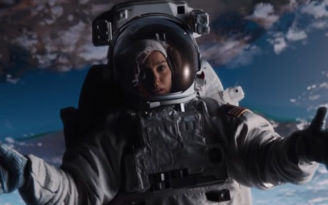 Lucy-in-the-sky-natalie-portman-640x400.jpg