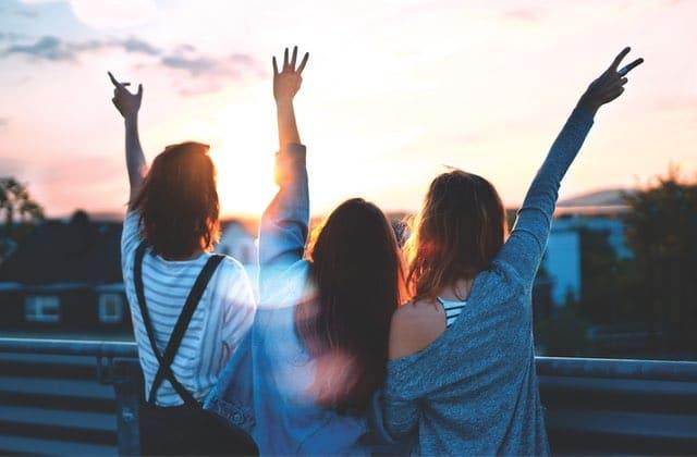 Comment garder tes amis après le lycée