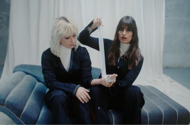 Clara Luciani célèbre la sororité dans son nouveau clip