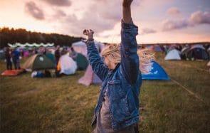 Grande timide, j'ai fait ma première fois dehors dans un camping avec un inconnu