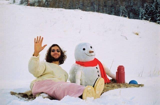 Ce charmant chanteur français vient enchanter mon hiver, et le tien!