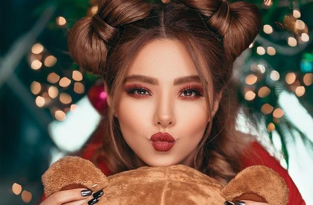 Idées de maquillage pour les fêtes  deux looks classes et