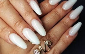 Les ongles «milky», la tendance nail art du moment