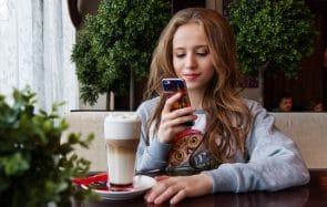 Comment les réseaux sociaux influent sur les amitiés des ados