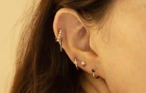 Tout sur la « curated ear », LA tendance piercing de 2020