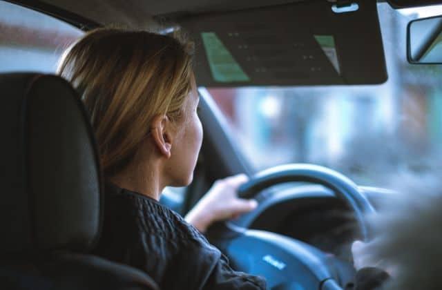 Le permis de conduire va bientôt te coûter moins cher