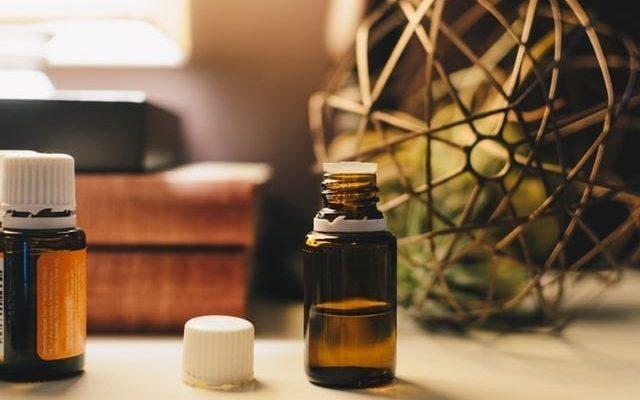 huiles-essentielles-apaisantes-640x400.jpg