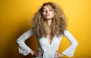 3 inspirations pour les cheveux bouclés et crépus à tester au printemps