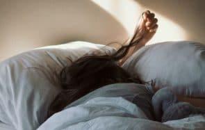 Pourquoi dormir sur un oreiller en soie est bon pour ta peau et tes cheveux