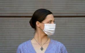 Les masques ne sont pas adaptés au visage des femmes, et c'est sexiste !