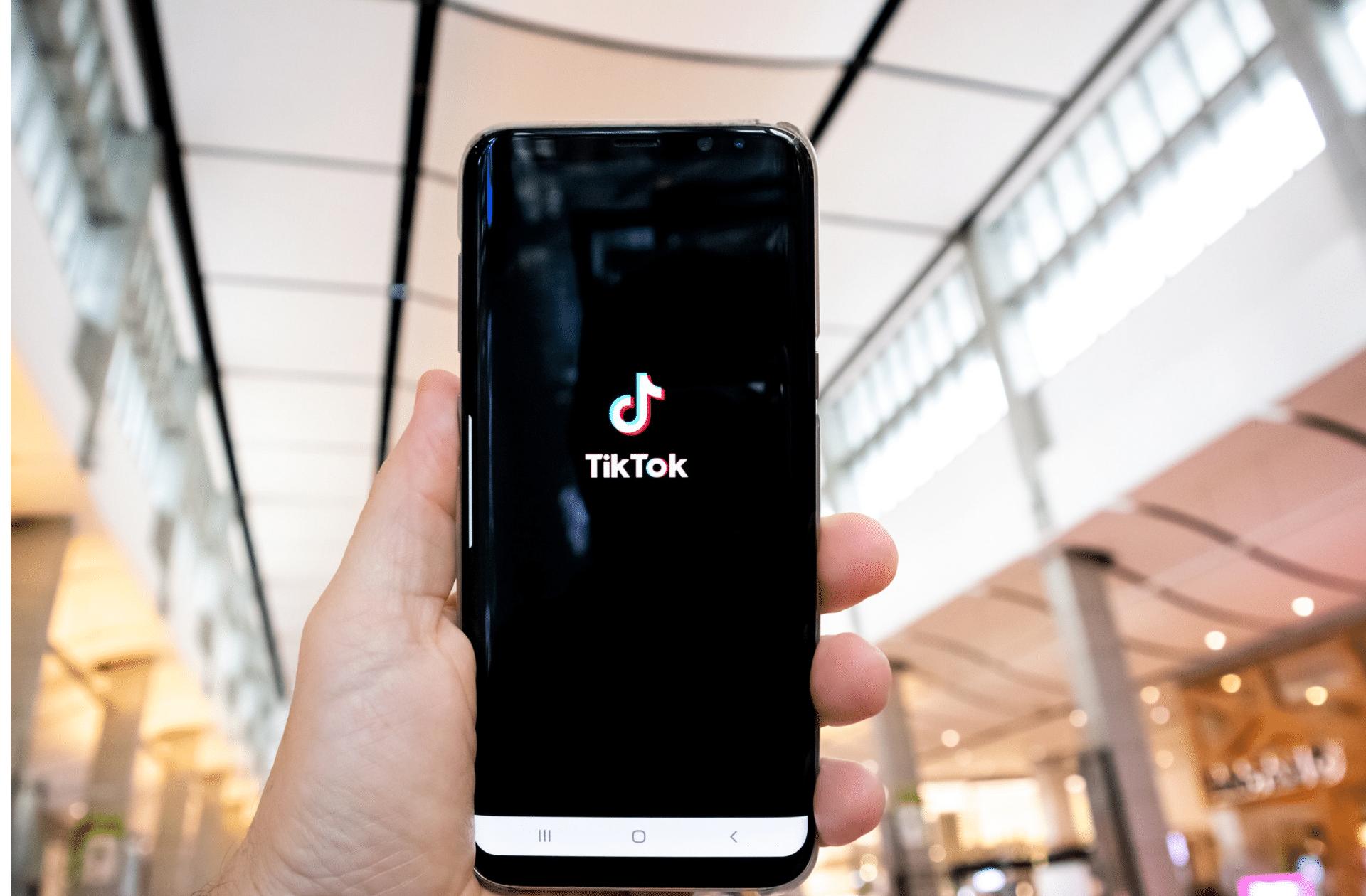 TikTok change ses règles pour les utilisateurs mineurs